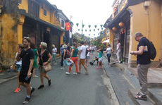 Quảng Nam họp khẩn, cách ly 40 du khách, cho toàn bộ học sinh Hội An nghỉ học