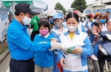 Hà Nội: Phát miễn phí 30.000 khẩu trang vải cho công nhân