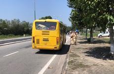 'Bí ẩn' chiếc xe gắn máy trên xe buýt
