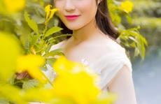 Ca sĩ Sunny Đan Ngọc khoe vẻ đẹp mong manh tựa nàng thơ