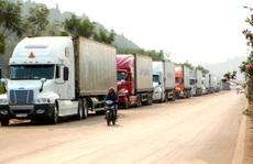 Trung Quốc siết thông quan, 2.600 xe hàng 'tắc' ở cửa khẩu
