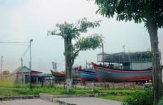 Hai xưởng đóng tàu làm khổ dân
