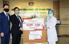 Central Group tặng 70.000 khẩu trang y tế và 9.000 kính chống giọt bắn cho bệnh viện