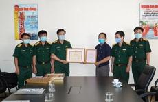 Quân khu 7 tặng Báo Người Lao Động bằng khen trong công tác phòng chống dịch Covid-19