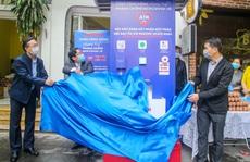 Báo Người Lao Động khai trương cây 'ATM thực phẩm miễn phí' tại Hà Nội