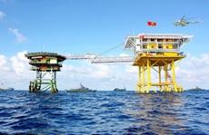 Nhà giàn DK1/11 và Vùng 2 Hải quân cứu sống 30 ngư dân gặp nạn trong đêm