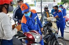 Giá xăng tăng mạnh gần 1.000 đồng/lít từ 15 giờ