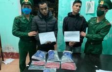 Bắt quả tang 2 thanh niên vận chuyển 5.000 viên ma túy
