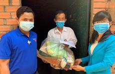 Bình Dương: Trao 140 phần quà cho người lao động nghèo