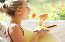 Mang thai nhưng không uống sữa được, ăn gì để thay thế?