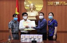 'Cùng cộng đồng chung tay phòng chống dịch Covid-19': Tặng 20 máy đo thân nhiệt cho huyện Duy Xuyên, Quảng Nam