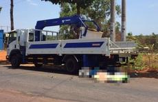 Tông vào đuôi xe tải đang đậu bên đường, một thanh niên tử vong