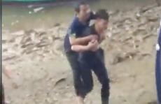Nam sinh viên lao xuống sông chảy xiết, vật lộn 20 phút cứu người đàn ông nhảy cầu
