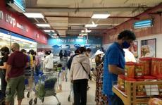 Chợ, siêu thị ở TP HCM 'đông vui' trong 2 ngày nghỉ lễ nhờ giảm giá