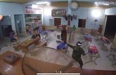 Chủ quán cơm bị nhóm côn đồ dùng hung khí tấn công tới tấp