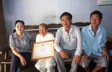 Cụ bà 93 tuổi được tặng bằng khen vì ủng hộ tiền phòng, chống dịch Covid-19