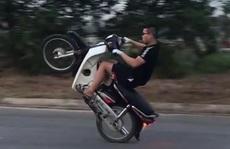 Khoe clip 'chiến tích bốc đầu' xe máy, nam thanh niên bị xử phạt hơn 4 triệu đồng