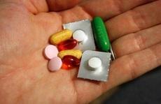 Nhiều trường hợp nguy kịch do uống thuốc còn nguyên vỏ