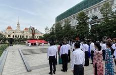 Lãnh đạo TP HCM chào cờ kỷ niệm 130 năm Ngày sinh Chủ tịch Hồ Chí Minh