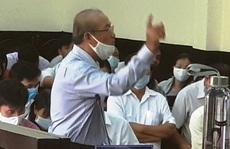 Clip: Bị cáo liên tục 'múa tay' trước chủ tọa  phiên tòa