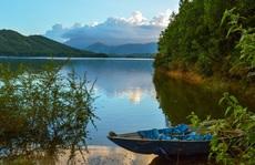 Hồ Hòa Trung đẹp nao lòng!