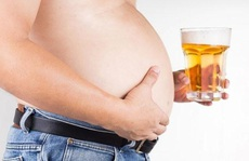 Thực hư chuyện 'bụng bia' làm quý ông 'yếu' đi?