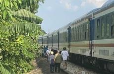 Đi bộ băng qua đường sắt, một phụ nữ bị tàu tông tử vong