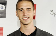 Diễn viên phim 'Baskets' tự tử sau khi bắn tình cũ
