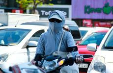 CLIP: Người Hà Nội dùng đủ 'chiêu' trong đợt nắng nóng kỷ lục 45 độ C