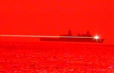 Tàu chiến Mỹ bắn UAV tan tành bằng vũ khí laser
