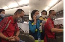 Hành khách gây rối trên máy bay: Người nói 'can ngăn' đã có biểu hiện bất thường gì?