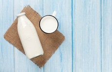 Uống sữa là đau bụng, tiêu chảy: Tập uống thế nào để khỏi?