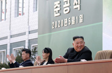 Hình ảnh mới về ông Kim Jong-un hé lộ điều gì?