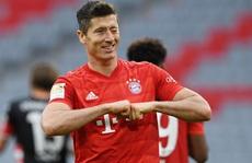 Phá nát mọi hàng thủ Bundesliga, Lewandowski lập siêu kỷ lục