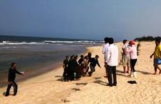 Một du khách tử vong khi đi tắm biển ở Quảng Bình
