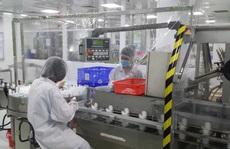Nỗ lực làm việc trong mùa dịch Covid-19, công nhân Công ty CP Sanofi được thưởng 15% lương