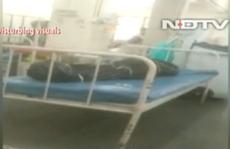 Ấn Độ: Bệnh nhân Covid-19 nằm cạnh người chết trong bệnh viện