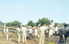 Ngủ trên đường ray, 15 người bị xe lửa cán chết