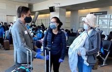 Đằng sau chuyến bay đầu tiên từ Mỹ đưa 343 người Việt về nước