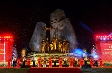 Thường trực Ban Bí Thư Trần Quốc Vượng dự Lễ khánh thành tượng đài 'Chủ tịch Hồ Chí Minh với nhân dân Quảng Bình'