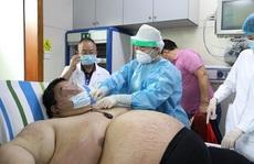 Thanh niên Trung Quốc cấp cứu do tăng 100 kg trong 5 tháng trốn dịch