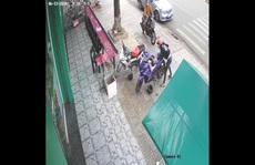 Trích xuất camera bắt 2 thanh niên trộm xe trước siêu thị