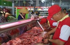 Sao lại bảo 'thịt heo đắt thì ăn thịt gà'?!
