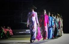 Mãn nhãn 18 bộ sưu tập áo dài danh thắng Việt Nam trên sân khấu Ký Ức Hội An