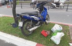 Tài xế xe chở rác trình báo công an sau khi xảy ra tai nạn giao thông khiến 1 phụ nữ tử vong tại chỗ