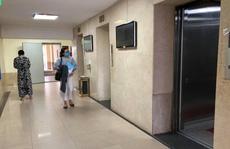 Tạm giữ hình sự người đàn ông 65 tuổi nghi dâm ô bé trai trong thang máy