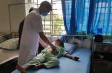Lâm Đồng: Một học sinh tiểu học rơi từ tầng 2 trường học xuống đất chấn thương sọ não