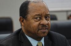 Covid-19: 'Ăn' quá mức, bộ trưởng y tế Zimbabwe bị bắt tại trận