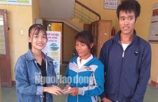 Cô gái trẻ trao trả 22 triệu đồng cùng vàng nhặt được cho cặp vợ chồng nghèo