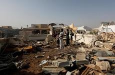 """Máy bay Pakistan rơi """"do phi công mải nói chuyện Covid-19"""""""